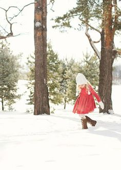 Capturing all the joy of the Christmas season is easy with these Best Tips, Tricks, and Tutorials for Better Holiday Photos. This photography advice is perfect to apply when taking pictures of your family for this year's holiday cards!