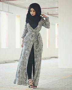 Hijab Fashion Selection of over 100 looks in trendy and chic Abaya Arab Fashion, Islamic Fashion, Muslim Fashion, Modest Fashion, Korean Fashion, Hijab Outfit, Eid Outfits, Fashion Outfits, Fashion 2017
