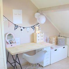 Workspace for my girl #morningtea #bambiblauw @mevrouwaardbei @susanne_frivole de kleur zit erop!