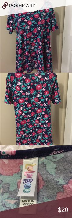 Shop Women's LuLaRoe size S Blouses at a discounted price at Poshmark. Floral Tops, Floral Prints, Peplum Dress, Blouses, Womens Fashion, Things To Sell, Dresses, Style, Vestidos