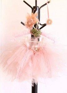 Gül kurusu renginde şık bir bebek tütü elbise
