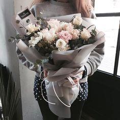 주문 레슨문의 Katalk ID vanessflower52 #vanessflower #vaness #flower #florist #flowershop #handtied #flowergram #flowerlesson #flowerclass #바네스 #플라워 #바네스플라워 #플라워카페 #플로리스트 #꽃다발 #원데이클래스 #플로리스트학원 #화훼장식기능사 #플라워레슨 #플라워아카데미 #꽃스타그램 . . . #꽃다발 #꽃밤 . . 굿밤 되세요