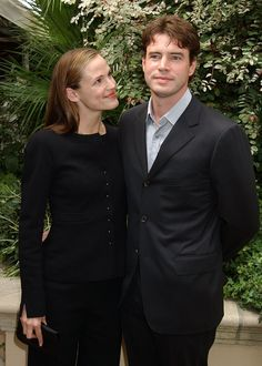Pin for Later: 18 Actors Who Couldn't Seem to Stop Dating Their Costars Jennifer Garner and Scott Foley met when she played his girlfriend on Felicity back in 1998, and they tied the knot in 2000.