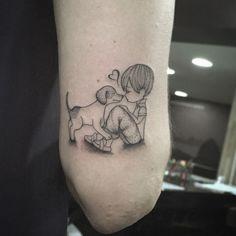 Tatuagem criada por Taís Thorpe do Rio de Janeiro. O amor verdadeiro entre um cachorro e uma criança.