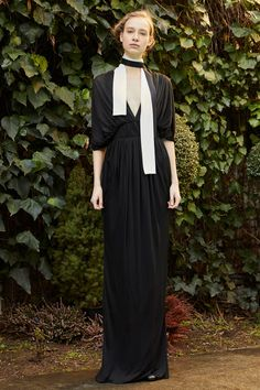 The complete Vionnet Pre-Fall 2018 fashion show now on Vogue Runway.