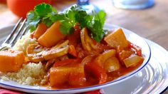 Aromatic Tagine with Butternut Mushrooms: Your family won't be able to wait to tuck into this delicious vegetarian tagine when they smell the aroma of the spices that will fill the kitchen and waft through the house! Mushroom Recipes, Vegetable Recipes, Vegetarian Tagine, Tagine Cooking, Tagine Recipes, Romantic Meals, Stuffed Mushrooms, Stuffed Peppers, Dinner Recipes