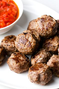Our stress-free meatballs are super simple to prepare but taste like you spent hours in the kitchen. Low Carb Meal Plan, Low Carb Dinner Recipes, High Protein Low Carb, Low Carb Diet, Oven Baked Meatballs, On The Go Snacks, Vegetarian Options, Kids Meals, Meal Planning