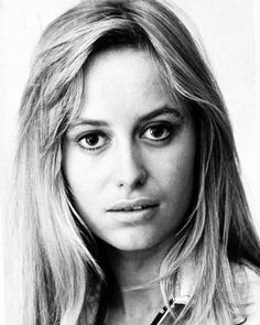 Susan George is an English film and television actress, film producer and Arabian horse breeder. British Actresses, Actors & Actresses, British Actors, Susan George Actress, Hollywood Heroines, Classic Films, Classic Hollywood, Hollywood Actor, Movie Stars