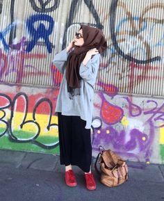 Pinterest: @adarkurdish Street Hijab Fashion, Muslim Fashion, Modest Fashion, Girl Fashion, Fashion Outfits, Fashion 2020, Hijab Style, Casual Hijab Outfit, Hijab Chic