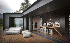 Cette magnifique maison nommée « A'tolan House » est une réalisation du studio d'architecture Create + Think Design Studio. Elle est située sur la côte Est de Taiwan, au bord du pacifique. A'tolan en langage indigène signifie un lieu avec beaucoup de rochers, il peut également signifier empilement de roches ou mur en pierre. En découvrant cette réalisation, vous comprendrez facilement pourquoi cette maison porte ce nom. Cette habitation construite sur trois niveaux inspirés des terrasses...