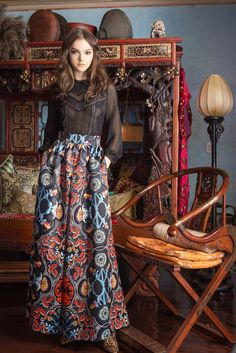 Alice + Olivia - Pre-Fall 2015 - A long skirt paired with a beautiful blouse with three-quarter sleeves. Excellent.