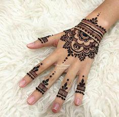 75 ideas for the design of henna hand tattoo art 1 Pretty Henna Designs, Henna Tattoo Designs Simple, Small Henna Tattoos, Finger Henna Designs, Henna Art Designs, Mehndi Designs For Beginners, Wedding Mehndi Designs, Mehndi Designs For Fingers, Easy Mehndi Designs