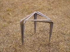 use shelf brackets as pot stand for cooking over a fire Stealth Survival: DIY Survival Gear - Improvised Cooking Stand Auto Camping, Camping Glamping, Camping Meals, Camping Hacks, Camping Grill, Luxury Camping, Camping Recipes, Camping Stuff, Family Camping