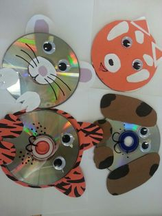 CD animals SRP craft kids in the kitchen. CD, construction paper, a cd, markers, glue and some googley eyes