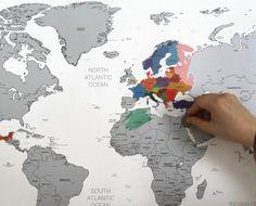 Hoi! Ik heb een geweldige listing gevonden op Etsy https://www.etsy.com/nl/listing/199281999/scratch-off-silver-world-map-poster