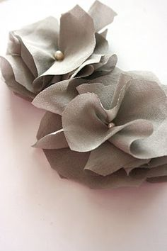 How to make a fabric flower & other very cool ideas to make plain clothing funky!