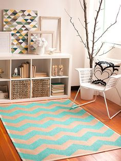 Who doesn't love a chic Chevron Rug? http://www.ivillage.com/chevron-diys-make-your-home/7-a-546124
