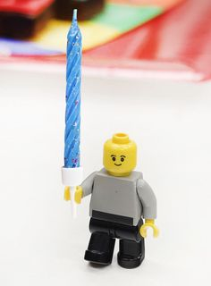 How cute is this?! Use LEGO men as candle holders for a really easy LEGO party ideas that's perfect for kids' birthdays (or grown-ups who still love LEGO!)