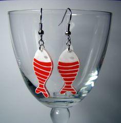 Boucles d'oreille poissons rouges à rayures en plastique fou