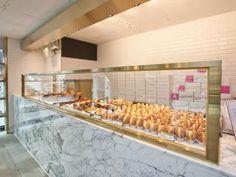 MR. Holmes Bakehouseの写真アルバム 1ページ目 新沙洞・カロスキル(ソウル)のグルメ・レストラン 韓国旅行「コネスト」 Bakery Branding, Bakery Packaging, Bakery Logo Design, Pop Up Cafe, Mr Holmes Bakehouse, Modern Bakery, Bakery Interior, My Coffee Shop, Cafe Concept