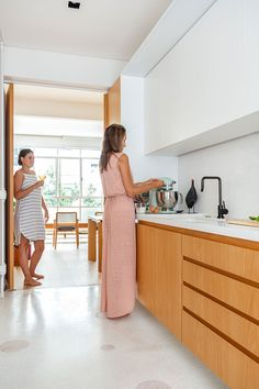 For a kitchen to be totally trendy, nevertheless, it's important that sure components not be over ap. Kitchen Cabinets Decor, Kitchen Room Design, Home Room Design, Modern Kitchen Design, Home Decor Kitchen, Interior Design Kitchen, Kitchen Modular, Small Apartment Kitchen, Cuisines Design