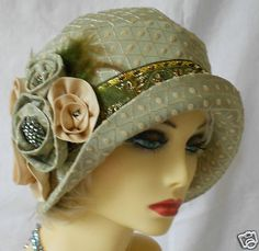 Vintage Inspired Green Brocade Cloche Hat Flapper- I love this green hat and would wear it now. Just so lovely! Robes Vintage, Vintage Outfits, Vintage Fashion, Victorian Fashion, Fashion Fashion, Sombrero A Crochet, 1920s Hats, Flapper Hat, Fancy Hats