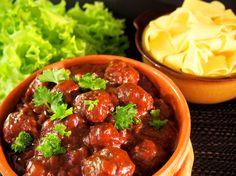 Kolmen K:nummelaisen #ruokablogi #lihapullahaaste. Minun kontribuutio Lihapullat punaviinissä http://ruoka.fi/blogit/mukana-maku/lihapullatpunaviinissa…