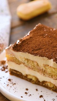 Tiramisu is a classic italian dessert you prep this ahead of time so it s the perfect dessert to serve when hosting the holidays layers of espresso soaked ladyfingers whipped mascarpone fillings and dusting of chocolate on top cake dessert Tiramisu Dessert, Dessert Cannoli, Oreo Dessert, Tiramisu Brownies, Tiramisu Cheesecake, Pumpkin Dessert, Dessert Parfait, Dessert Dips, Dessert Recipes