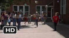 Dazed and Confused - School's Out for Summer (Richard Linklater, 1993). Linklater é o cara! Quem, dos que tivemos a suprema oportunidade de estudar, não vivemos esse momento universal, libertário, que é a campainha do último dia de aula antes das férias?