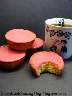 The Dutch Table: Roze Koeken (Dutch Pink Cakes) I use to eat way to much of these when I was working at the Arbeid Burow in Rotterdam. Dutch Recipes, Baking Recipes, Snack Recipes, Dessert Recipes, Amish Recipes, Typical Dutch Food, Dutch Cookies, Delicious Desserts, Yummy Food