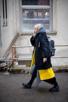 ミラノで行われた2016-17年秋冬ミラノ・ファッション・ウイーク会場から、最新のストリートスナップをお届け。