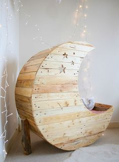 Moon bed - I want a toddler just so I can have things like this. When they grow out of that stage I'll give them back ok