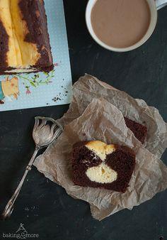 Saftiger Schokoladenkuchen mit Cheesecake-Kern {Moist Chocolate Cake with Cheesecake Core}