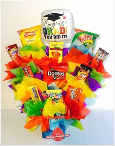 Sucker Bouquet, Candy Bouquet, Birthday Box, Birthday Gifts, Doritos, Thank You Gifts, Graduation Gifts, Gift Baskets, Ideas Para