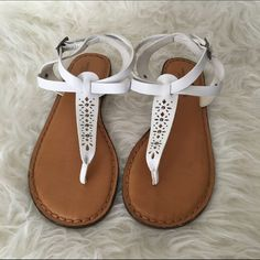 White American Eagle Sandals White sandals with tan soles from American Eagle. Size 8. Only worn a few times. 4th picture shows slight yellow-ish discoloration from normal wear. American Eagle Outfitters Shoes Sandals