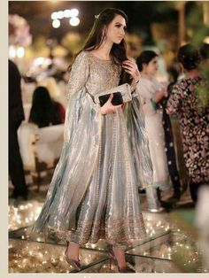 Indian bridal wear engagement 15 Ideas Source by malaikashakeel Dresses Shadi Dresses, Pakistani Formal Dresses, Pakistani Wedding Outfits, Pakistani Dress Design, Indian Dresses, Indian Outfits, Pakistani Engagement Dresses, Pakistani Couture, Indian Engagement Outfit