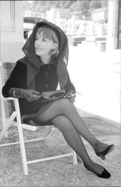 Jeanne Moreau, Vintage Stockings, Nylon Stockings, Pin Up, French People, French Movies, Portraits, Women Legs, Schneider