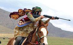 """けるちゃ on Twitter: """"イランで行われた遊牧民のスポーツ競技会の画像の続き。場上では躍動感が出るし座っているだけでも雰囲気が出てしまうので凄い… """" Persian Culture, Iranian Women, Akhal Teke, Female Fighter, World Cultures, Equestrian, Horses, History, Drawings"""