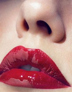 Super glossy red lip #Perfect #Makeup