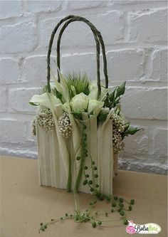 .Fabulous wedding handbag for a bride.