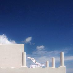 Blu, bianco, bucato. Vento. Cn Tower, Islands, Building, Travel, Viajes, Buildings, Destinations, Traveling, Trips