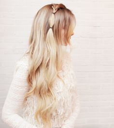 Your hair is your best accessory. I am back with another hair tutorialto help you always feel your best & look amazing. Read the steps below and then let me know in the comments which hairsty…