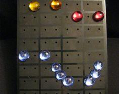 Lensemble comprend: - un ornement pour le front (lune dorée) - 1 paires de boucle doreilles - 1 bracelet - Set de 2 ornements pour cheveux (3
