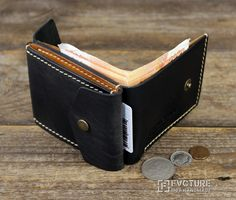 Новости Handmade Leather Wallet, Leather Gifts, Leather Money Clip Wallet, Sewing Leather, Leather Craft, Pocket Wallet, Leather Projects, Leather Tooling, Simple Wallet