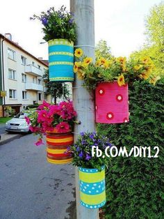 Diy Discover Tie colorful DIY flower pots to posts. Tie colorful DIY flower pots to posts. Diy Flowers, Flower Pots, Spring Flowers, Hanging Flowers, Flower Colors, Flower Planters, Flower Ideas, Hanging Plants, Fabric Flowers