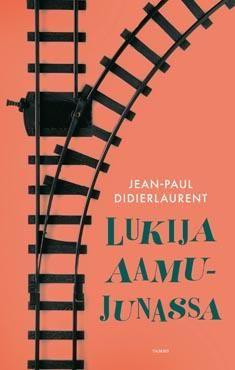 Didierlaurent, Jean-Paul: Lukija aamujunassa. Poistuessaan junasta matkustajat näyttävät tyytyväisiltä sylivauvoilta kuunneltuaan Guylainin lukemia tekstejä.