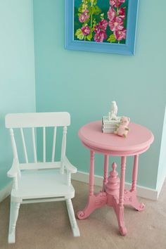 Wall color and pink table