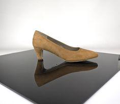 Zapato bajito a medida en ante o en otra piel y color.