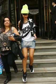Great look of Rihanna #neon