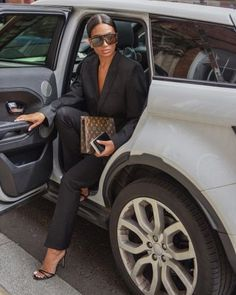 Suit Jacket Black of Charlotte Emily Sanders on the Instagram account of Aesthetic Women, Classy Aesthetic, Fashion Mode, Fashion Outfits, Womens Fashion, Girl Fashion, Veronica Guerrero, Boss Lady, Girl Boss
